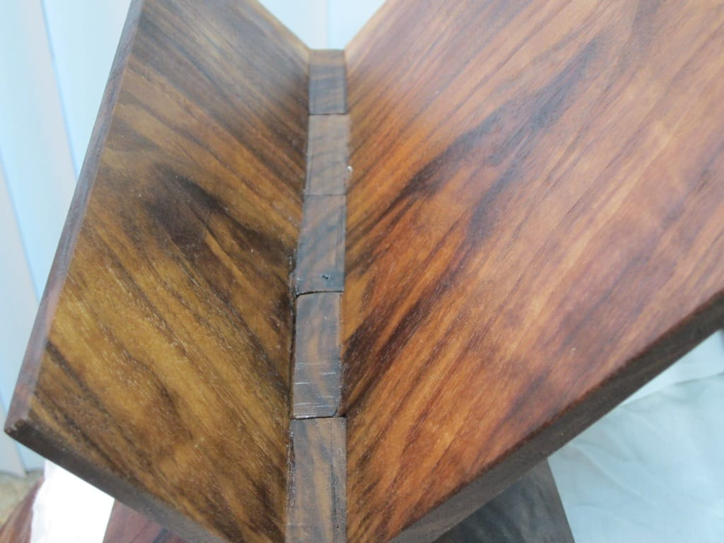 Showing off the Hinge in Roubo bookstand #3