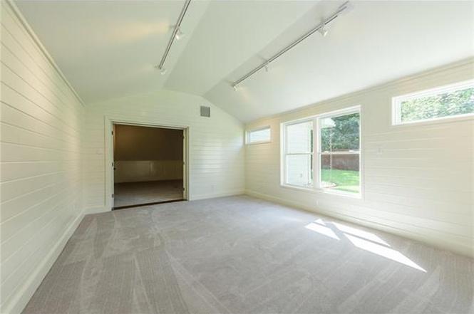 backhouse_livingroom.jpg