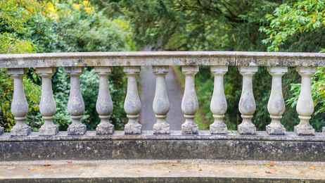 969556414_stone-balustrade-on-a-bridge1.jpg.ca8ce5f99013dc332cb794aceeedf71c.jpg