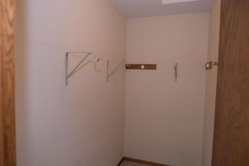 Closet06.thumb.jpg.ae73a2181319a8371163f563ad9a05fd.jpg