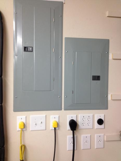 1030469399_Subpanelpowerstation-finished.jpg.f025b4cf82dfddb0221f5fa5f2b4191b.jpg